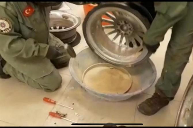 Araç jantlarının içerisinde 6 kilogram eroin maddesi ele geçirildi