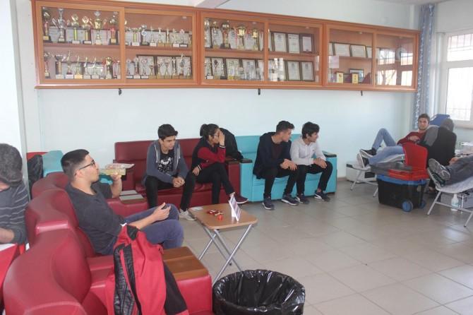 Adıyaman'da lise öğrencileri kan bağışında bulundu