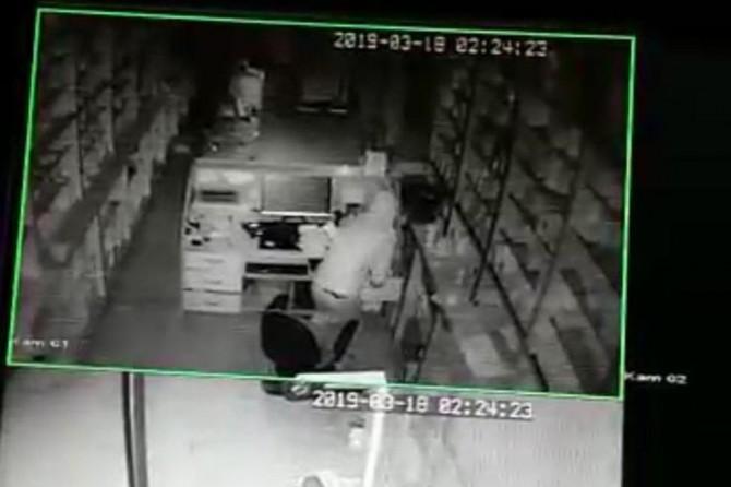 Eczane hırsızlığı güvenlik kameralarında