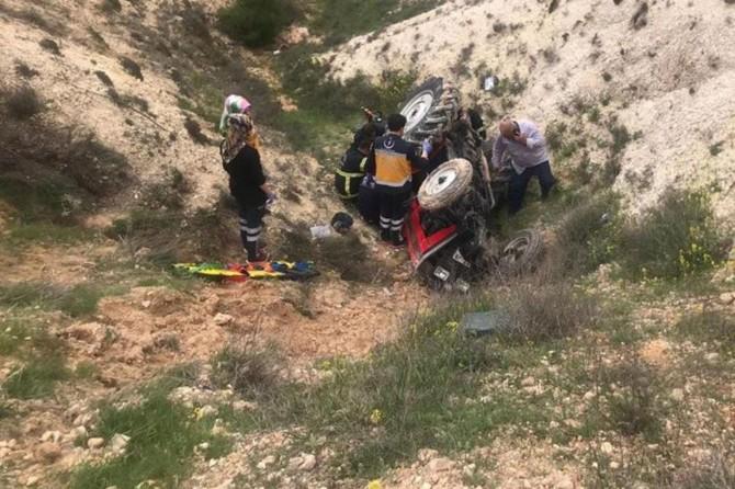 Nizip'te 24 saat boyunca devrilen traktörün altında kaldı