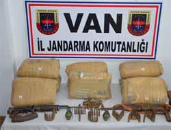 Van Başkale'de 74 Kilo Esrar ve Çok Sayıda Mühimmat Yakalandı