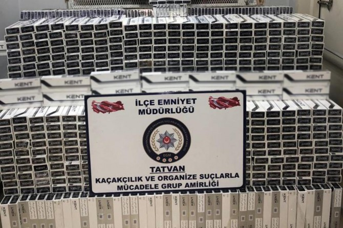 Tatvan'da durdurulan araçtan 10 bin paket kaçak sigara çıktı