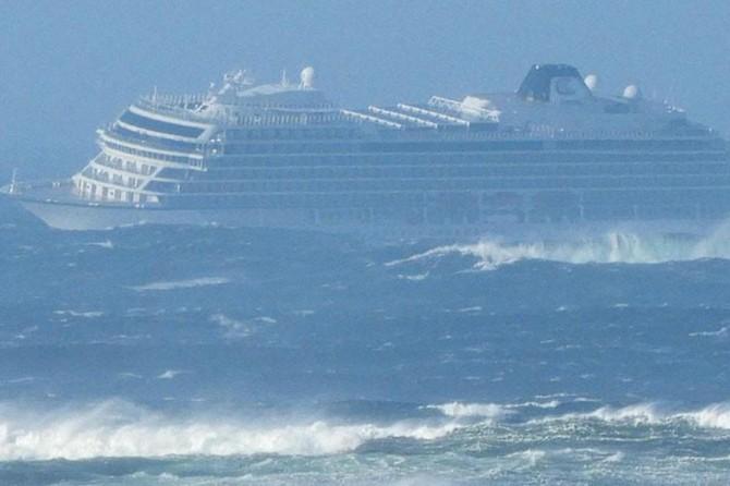 Norveç açıklarında turist gemisi mahsur kaldı