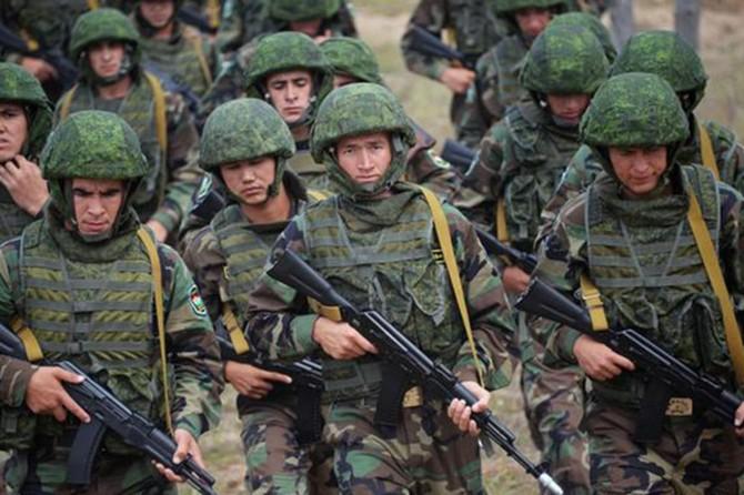 Rusya, Venezuela'ya asker gönderdi