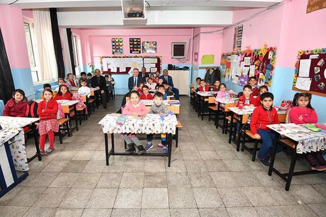 Gaziantep Valisi Davut Gül okulları ziyaret etti