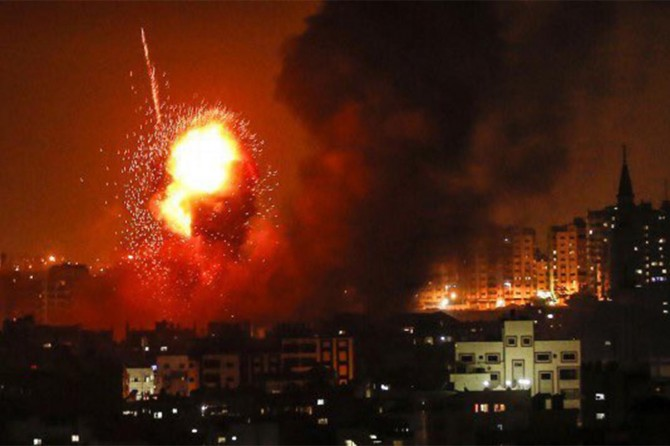 Siyonist işgalciler, Gazze'ye bomba yağdırdı