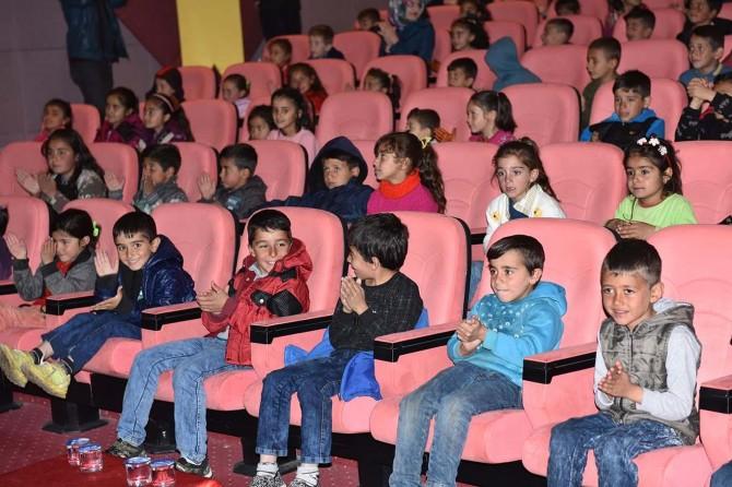 Çınarlı köy öğrencileri sinema ile tanıştı