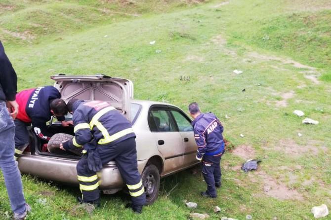 Araçta sıkışan sürücü kurtarıldı