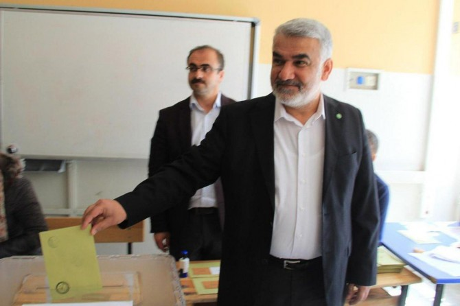 HÜDA PAR Genel Başkan Vekili Yapıcıoğlu oyunu kullandı