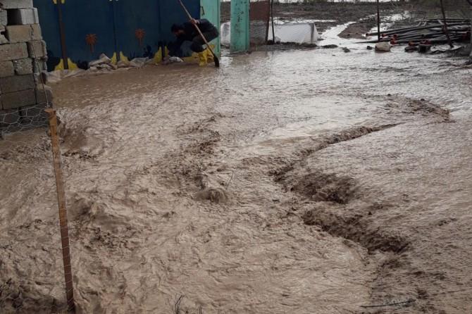 Bismil'de aşırı yağış sele neden oldu