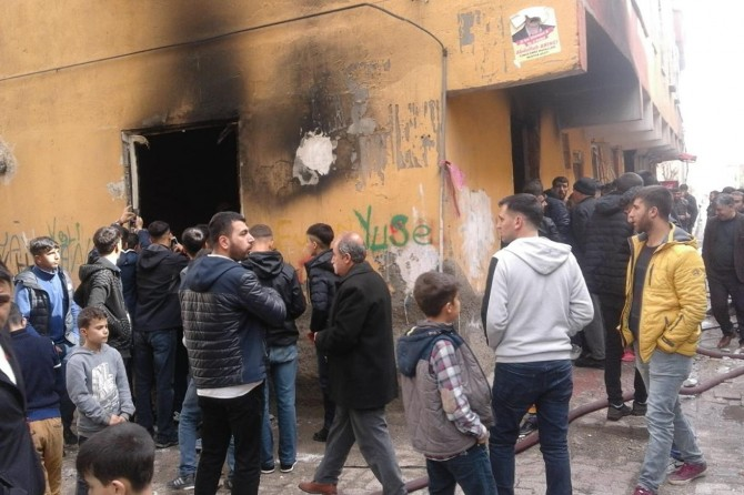 Bağlar Yunus Emre Mahallesinde şüpheli patlama