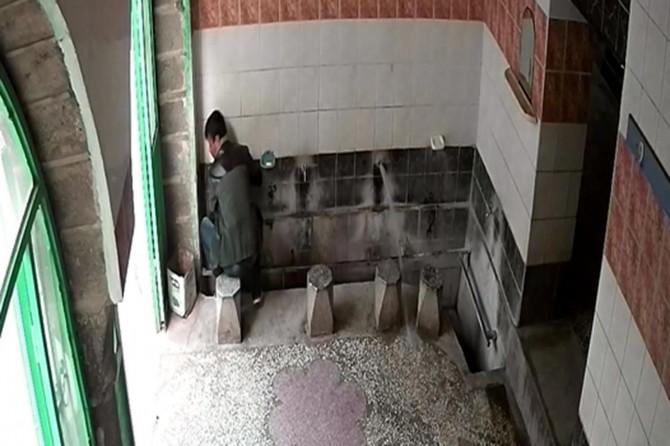 Camiden musluk çalan hırsız güvenlik kamerasına yakalandı