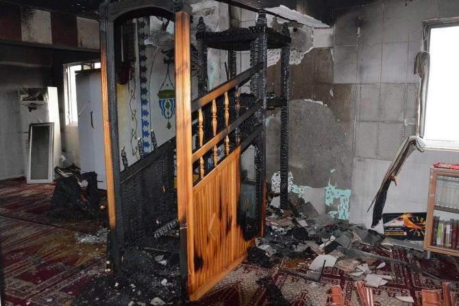Yangında zarar gören cami hayırseverlerin desteklerini bekliyor