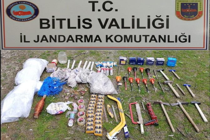 PKK'ye ait sığınak ve patlayıcılar imha edildi