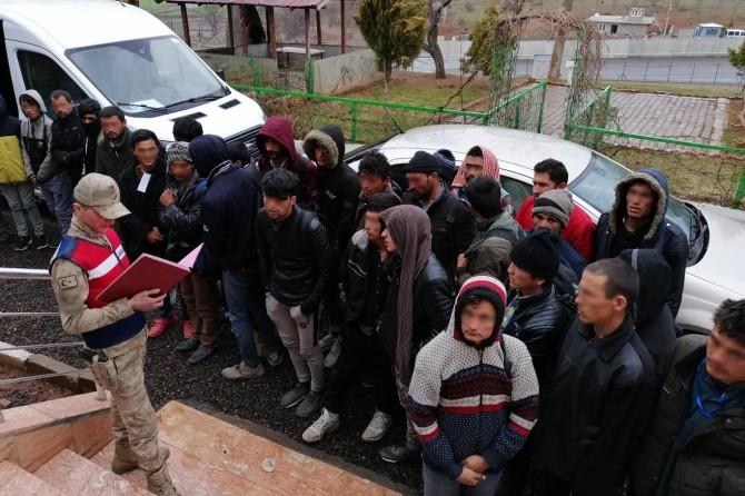 Bingöl'de 229 göçmen yakalandı