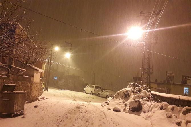 Nisan ayında Bitlis'te yoğun kar yağışı