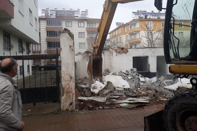 Bingöl'de kaçak yapılar yıkılıyor
