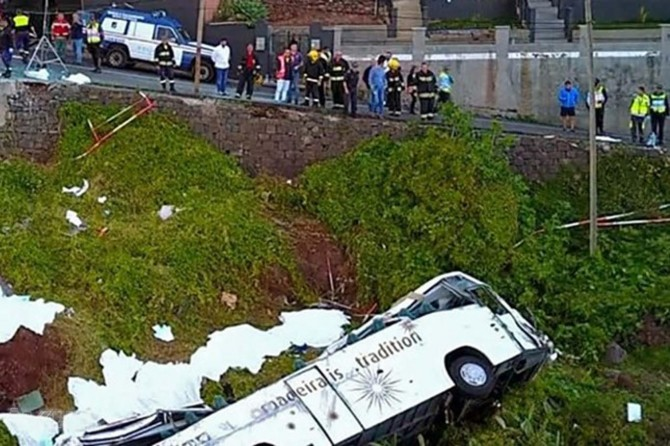 Bus overturns in Portugal kills 29 people