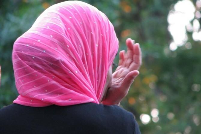 Fransa'da işten atılan başörtülü kadın haklı bulundu