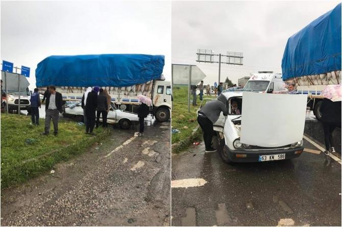 Viranşehir'de kamyon ile otomobil çarpıştı: 5 yaralı