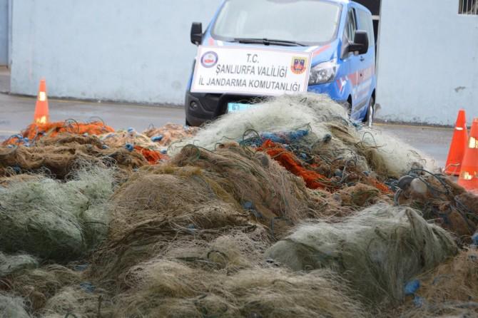 Hilvan'da kaçak avda kullanılan 30 bin metre ağ ele geçirildi
