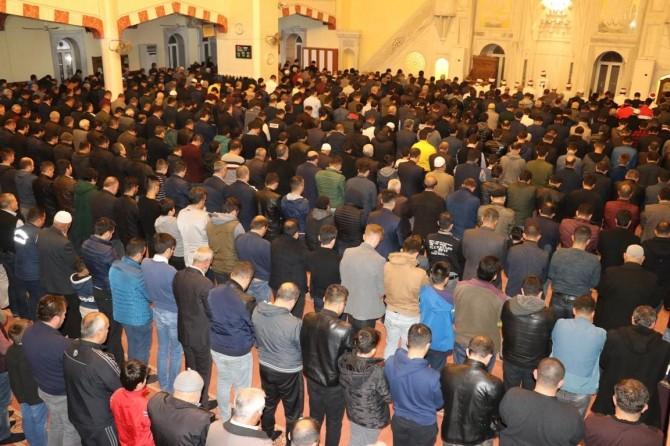 Beraat Kandilinde Gaziantep'te camiler doldu