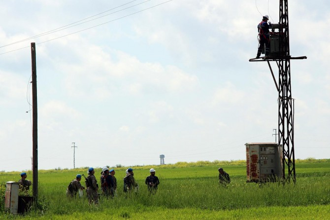 Borçlu çiftçilerin elektriği yeniden kesilmeye başlandı