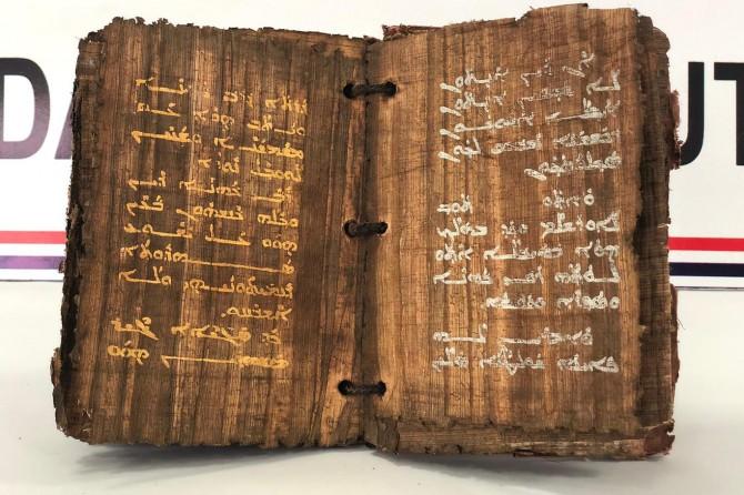 Diyarbakır'da altın ve gümüş yazmalı 1300 yıllık kitap ele geçirildi