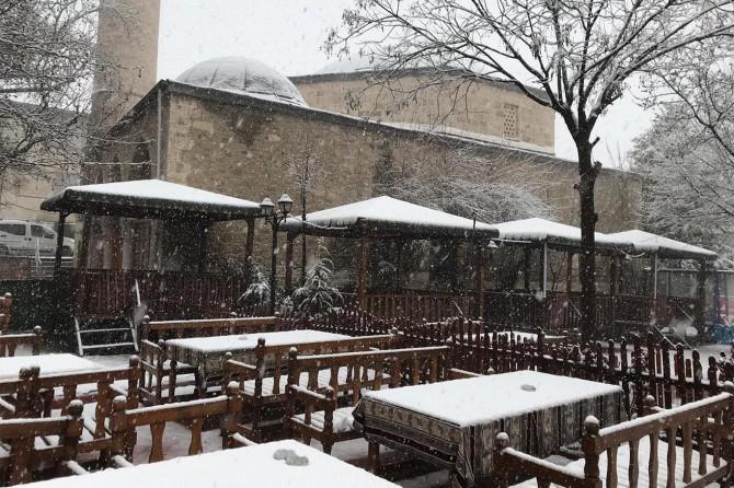 Elazığ'da etkili olan kar kartpostallık görüntü oluşturdu
