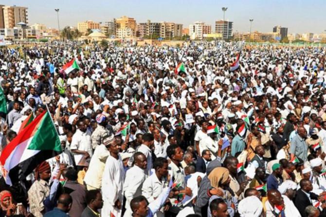Sudan'da muhalifler askeri konseyle müzakereleri askıya aldı