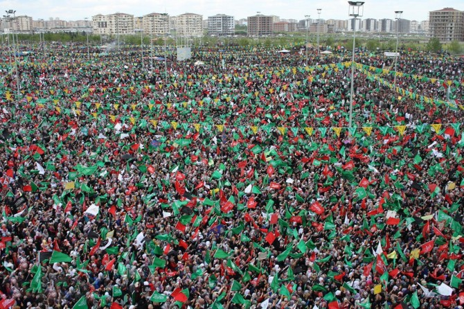 """Diyarbekir amadehîya bernameya """"Fêmkirina Hz. Muhammed û Tetbîqkirina Sunneta Wî"""" dike"""