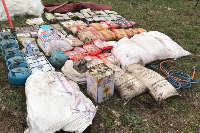 Mutki'de patlayıcı yapımında kullanılan malzemeler ele geçirildi