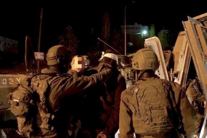 İşgalci çeteler 17 Filistinliyi alıkoydu