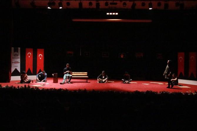 Elazığ'da tiyatroyla uyuşturucunun zararları ve gençlik anlatıldı