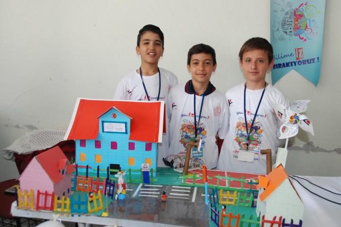 Bitlis Muştakbaba Ortaokulu öğrencilerinden TÜBİTAK fuarı