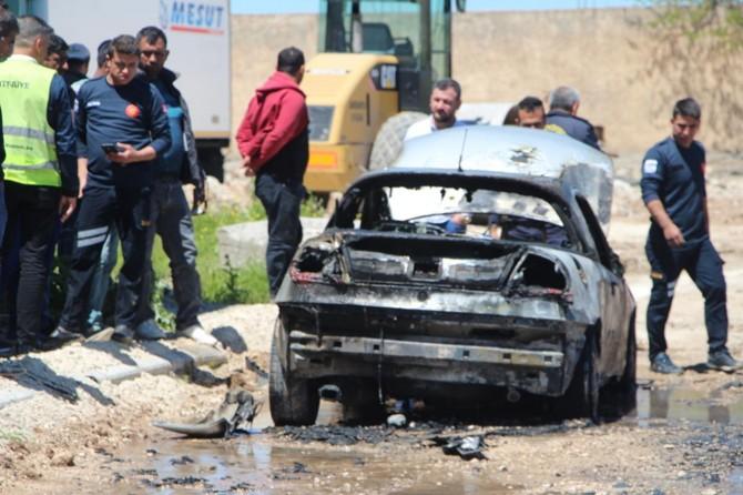 Nusaybin'de alev alan otomobil küle döndü