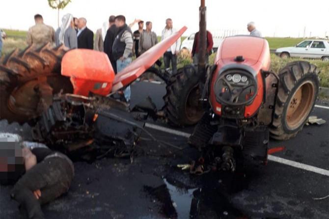 Viranşehir'de TIR'ın çarptığı traktör ikiye ayrıldı: 1 yaralı