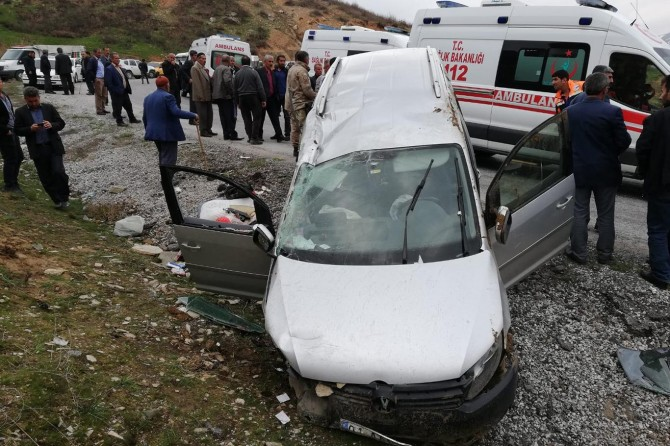 Bitlis-Hizan yolunda trafik kazası: 1'i ağır 6 yaralı
