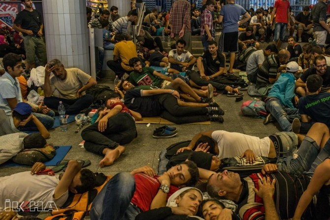 Hungary starve refugees in border camps