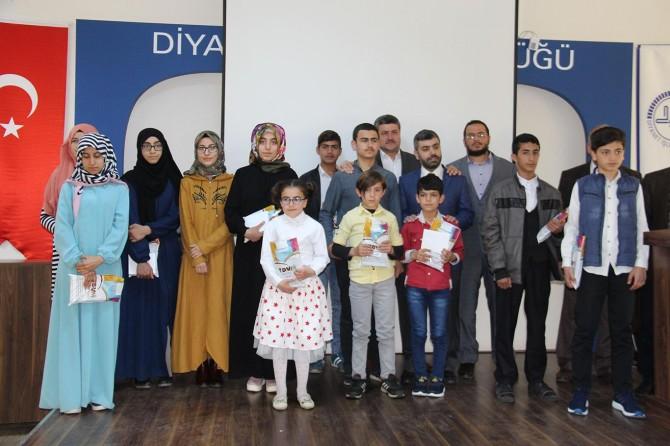 Diyarbakır'da dini bilgiler yarışmasında dereceye girenlere ödülleri verildi
