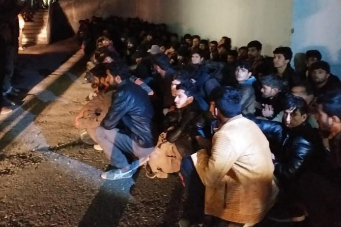 Van'da 221 düzensiz göçmen yakalandı