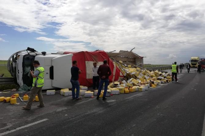 Nusaybin'de yağ yüklü TIR devrildi: 1 yaralı