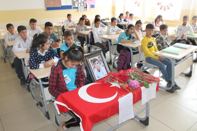 PKK'nin katlettiği küçük Diyar'ın sınıfında hüzünlü ders başı