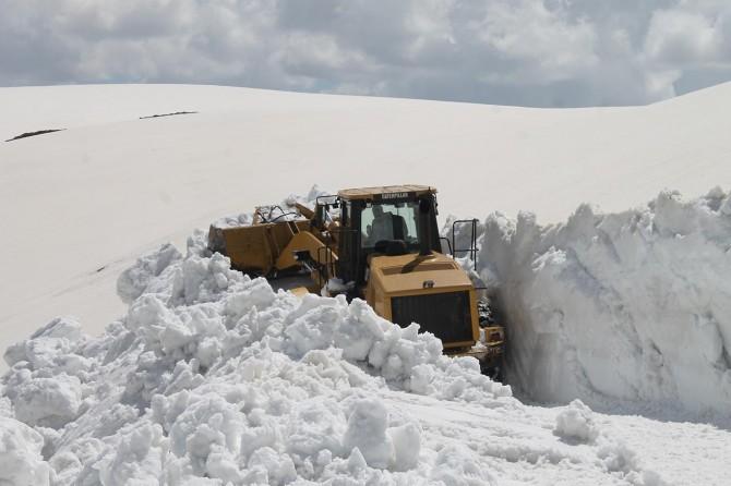 Muş'ta Ramazanda karla mücadele mesaisi