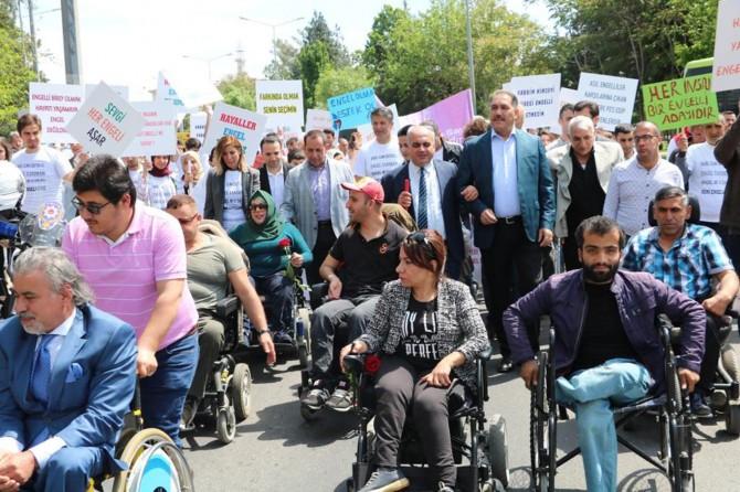 Diyarbakır'da engelliler haftası farkındalık yürüyüşü yapıldı