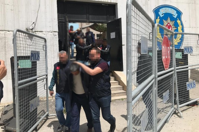 Edremit'te cinayet zanlısı 3 kişi tutuklandı