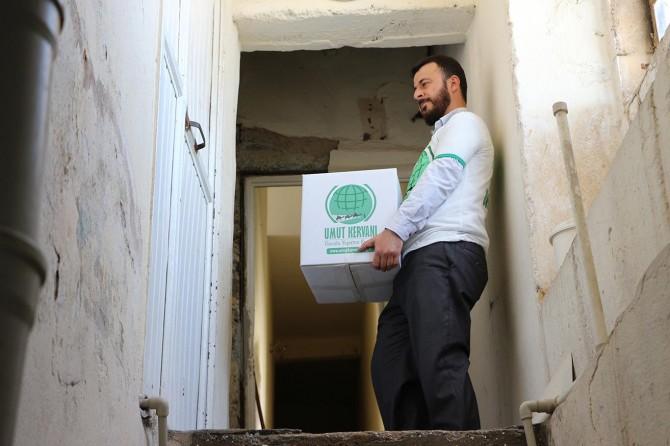 Mardin Umut Kervanı ramazan yardımlarına başladı