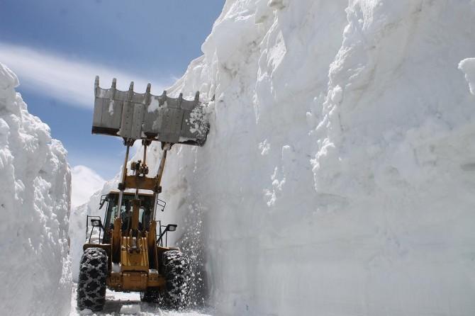 Muş'da kar nedeniyle 6 aydır kapalı kalan yol açıldı