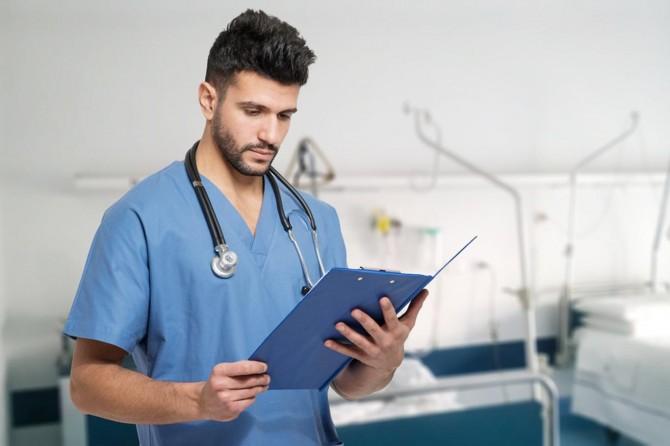 Sağlık çalışanları hak ettiği değeri almıyor