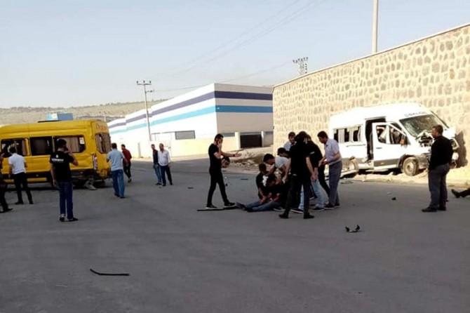 Gaziantep'te fabrika işçi servisleri çarpıştı: 10 yaralı